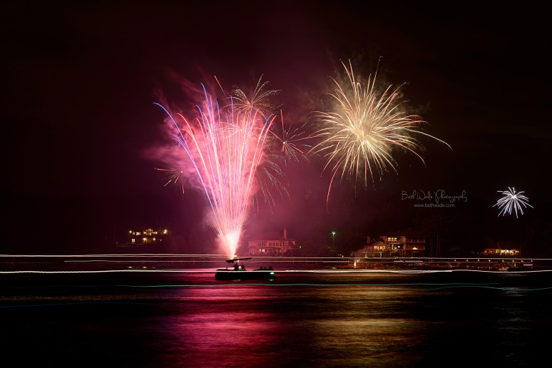 photographing fireworks on july 4th ~ a few tips {charlotte ~ lake wylie photographer}