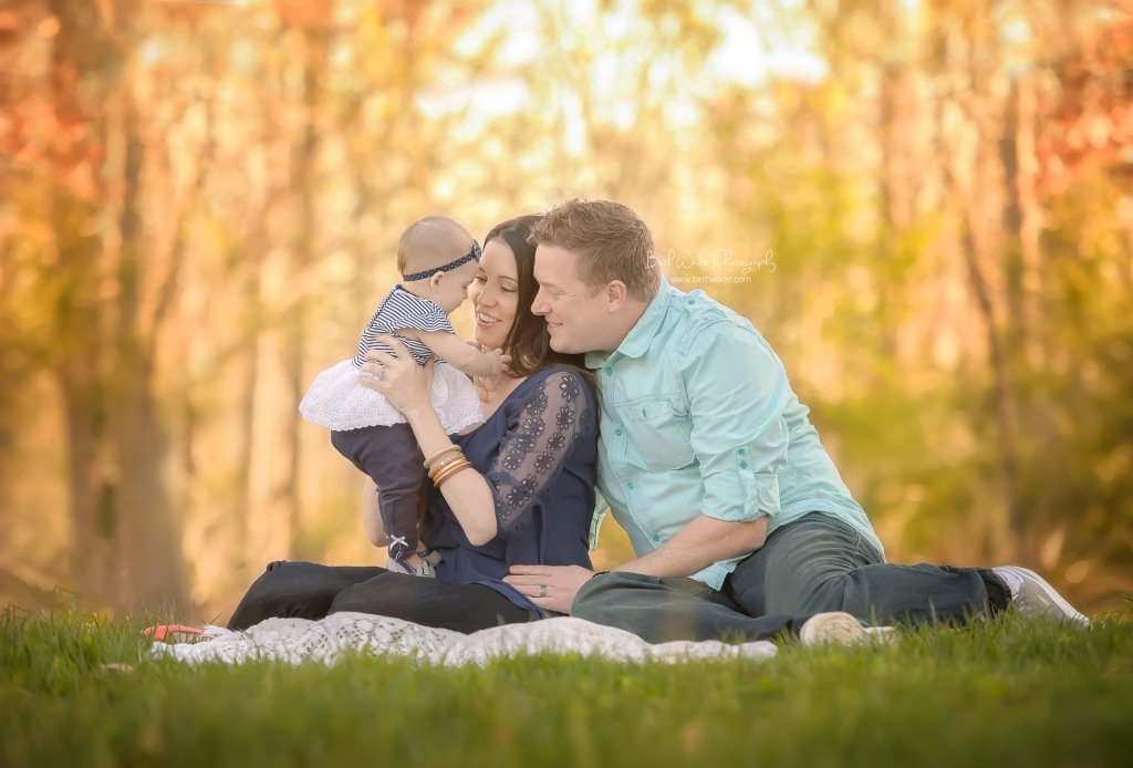 easy going girl at 6 months ~ family of 3 {tega cay baby photographer}