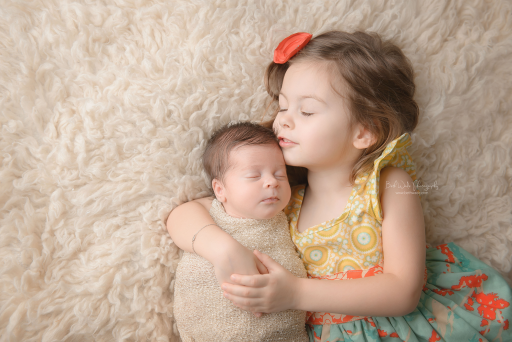 sisters ~ big sister and baby girl {piper glen newborn photographer}