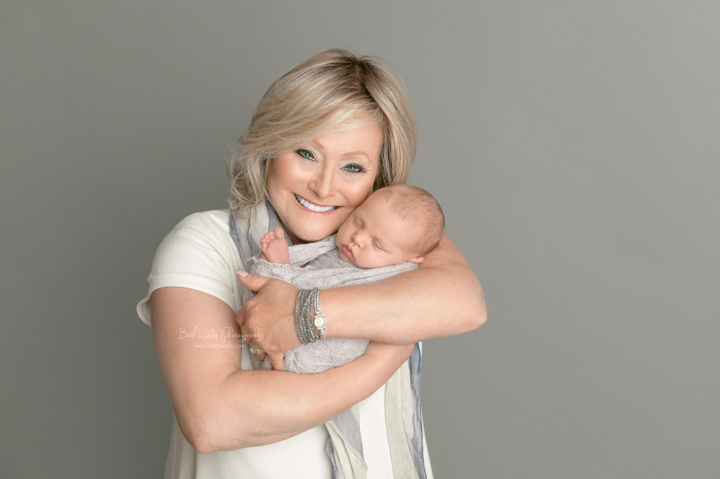 3 generations of women ~ priceless gift {charlotte newborn photographer}